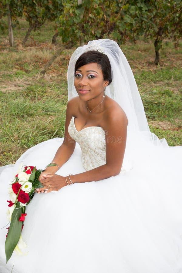 Eine schwarze hübsche ethnische Braut stockbilder