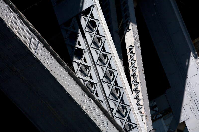 Eine Schwarzweiss-Brücke stockfotografie