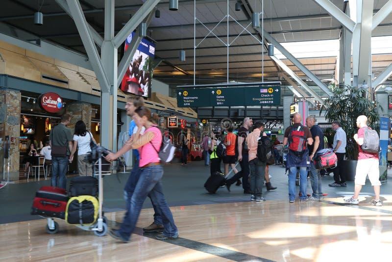 Eine Seite der Lobby internationalen Flughafens Vancouvers lizenzfreie stockbilder