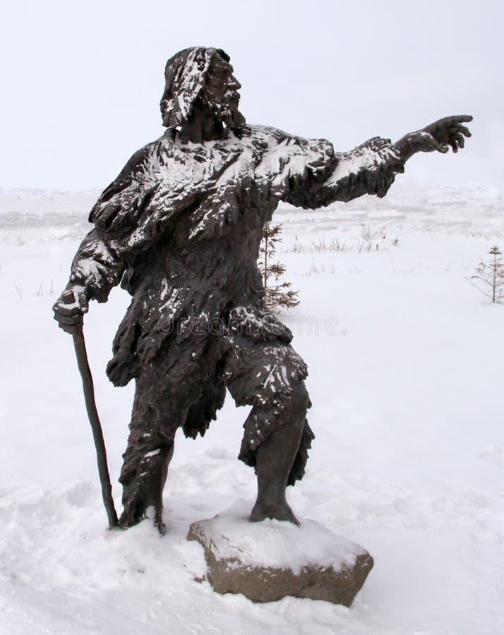 Eine Skulptur prähistorischen Leute, Archeopark, Khanty - Mansiysk, Russland stockfotografie