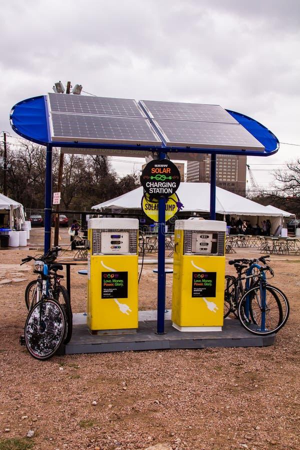 Solarladestation stockbild