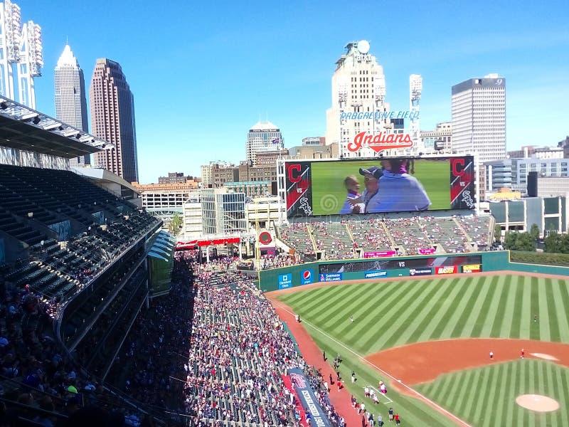 Eine sonnige Ansicht des progressiven Feldes in Cleveland, Ohio - BASEBALL - USA - MLB lizenzfreies stockbild