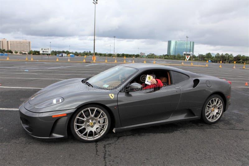 Eine Spinne Ferraris F430 im Grau stockfoto
