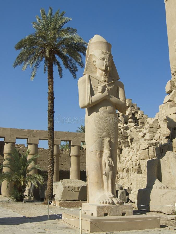 Eine Statue von Ramses II lizenzfreie stockfotos