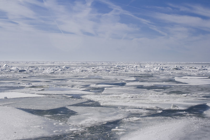 Eine Steppdecke des Eises stockfotos