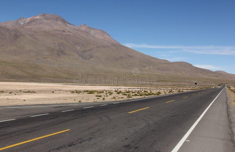 Eine Straße auf dem Altiplano lizenzfreie stockfotografie