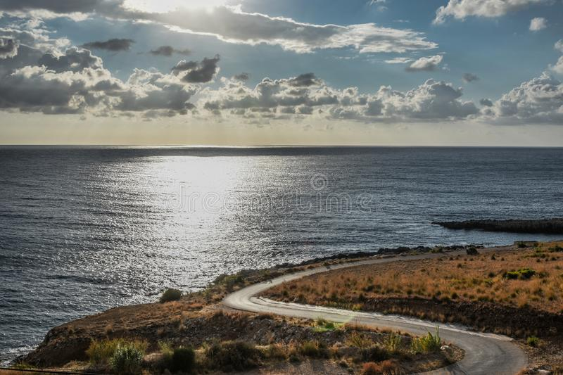 Eine Straße zum Meer stockfoto