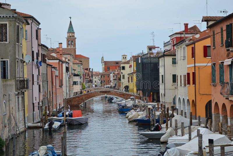 eine Stra?e in Venedig in Italien stockbilder