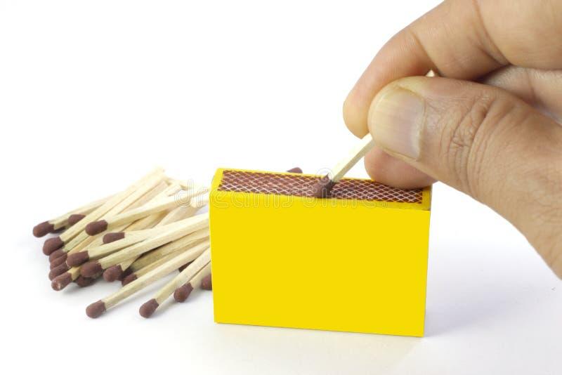 Eine Streichholzschachtel und Matchstöcke stockfoto