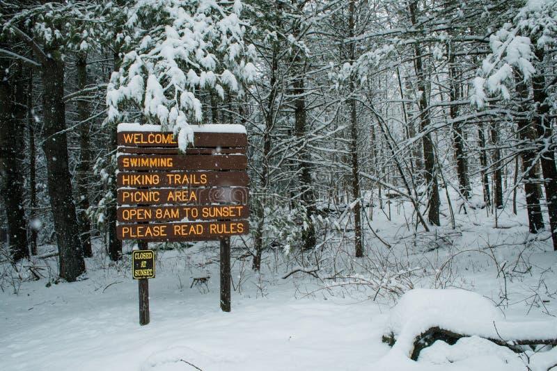 Eine Szene des verschneiten Winters in Neu-England lizenzfreies stockbild