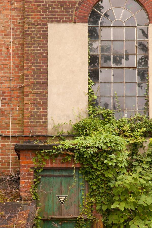 Download Eine Tür In Einer Alten Wand Stockfoto - Bild von gewebe, real: 26366722
