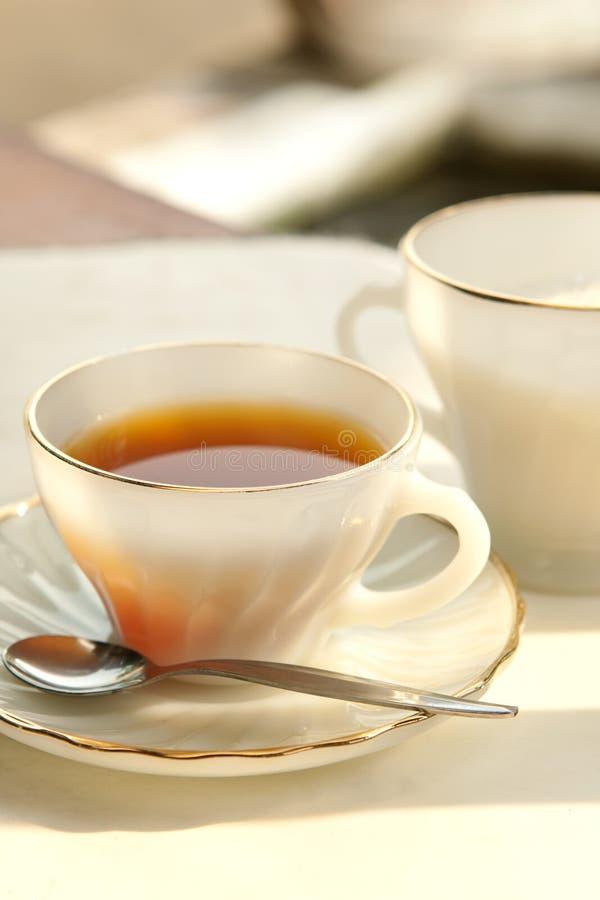 Eine Tasse Tee am Abend lizenzfreies stockfoto