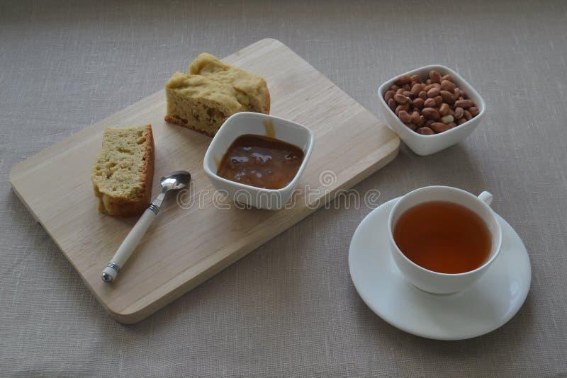 Eine Tasse Tee mit Butterkuchen lizenzfreies stockbild