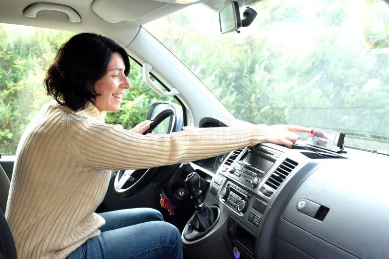 Eine Taxifahrerfrau stockbilder