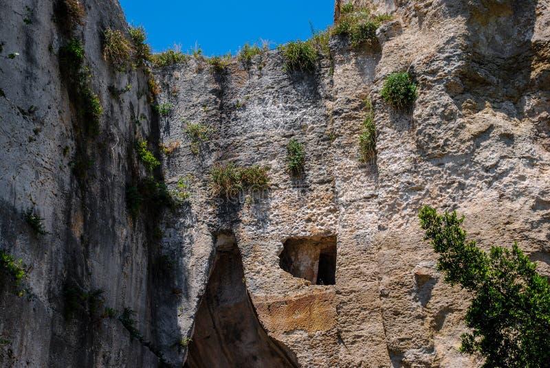 Eine teilweise Ansicht von Dionysius-Ohr in Syrakus sizilien lizenzfreie stockfotos