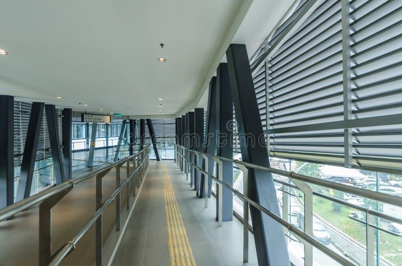 Eine Verbindungsbrücke schließt das Cheras-Freizeitmall direkt an die Station Taman Mutiara an lizenzfreies stockbild