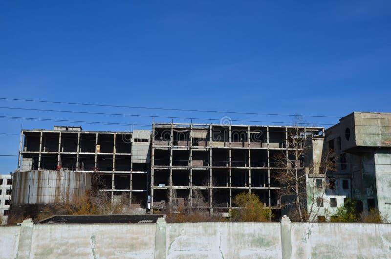 Eine verlassene Fabrik stockbild