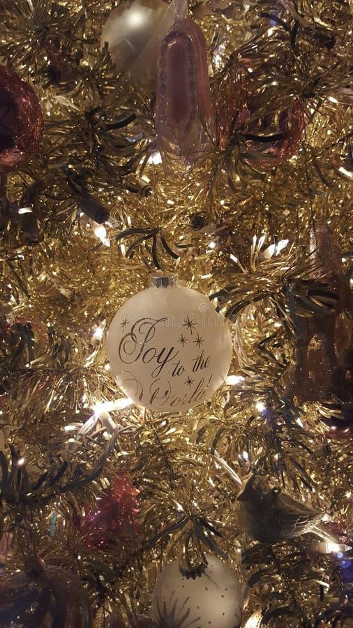 Eine Verzierung auf einem Goldweihnachtsbaum lizenzfreie stockfotografie