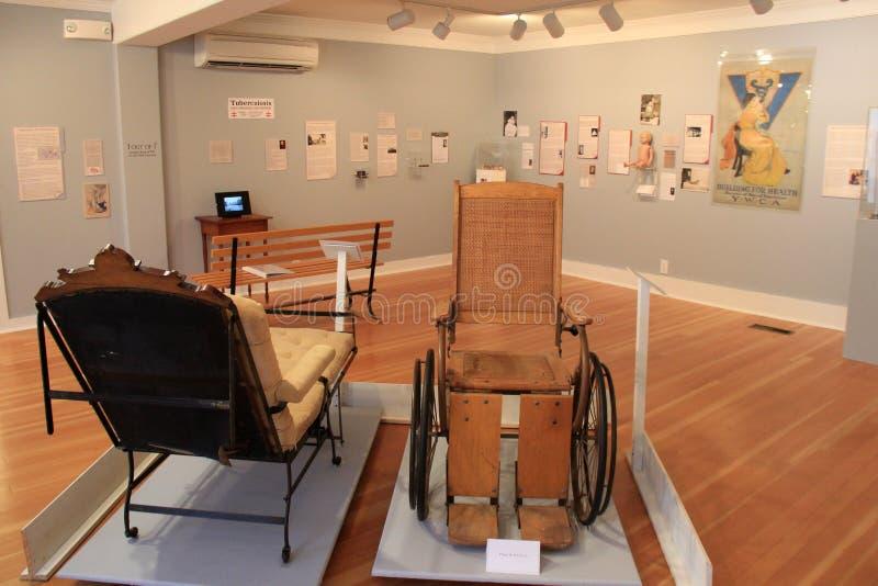 Eine vieler Räume, dieser ein Abdeckungsmedizin und der Krankheiten, Ziegelstein-Speicher-Museum, Kennebunk, Maine, 2016 stockfoto