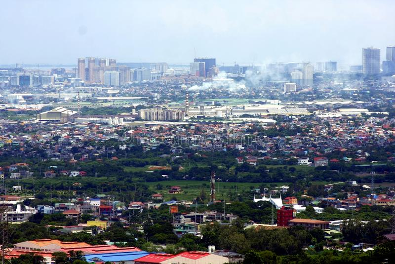 Eine Vogelperspektive von Handels- und Wohngebäuden und von Einrichtungen in den Städten von Cainta, von Taytay, von Pasig, von M stockfotografie