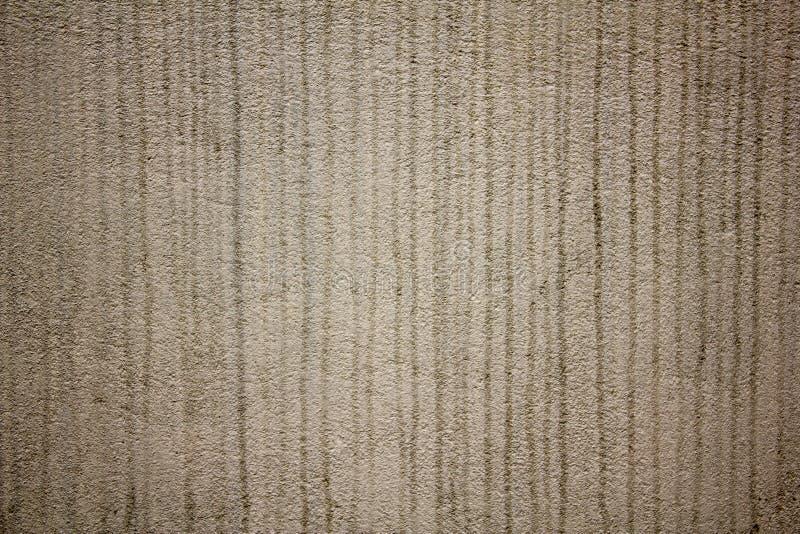 Eine weiße graue raue Oberfläche einer Betonmauer mit schwarzen Streifenfarben Schmutzige Wand lizenzfreies stockfoto