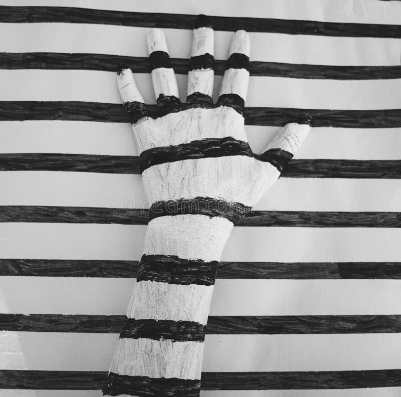 Eine weiße und schwarze gestreifte Hand lizenzfreies stockbild