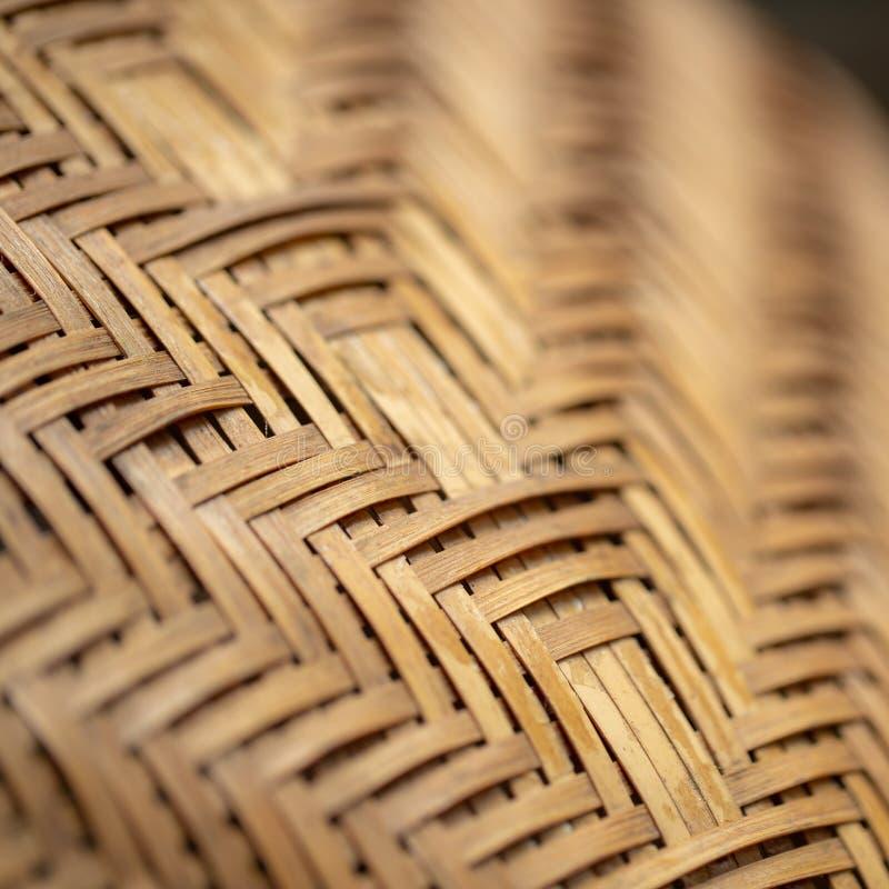 eine Weidenkorb-Nahaufnahmefotobeschaffenheit mit flacher Schärfentiefe lizenzfreies stockbild