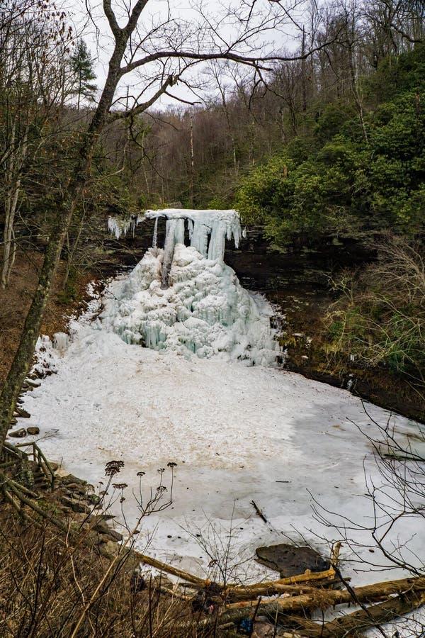 Eine Winter-Ansicht der gefrorenen Kaskaden lizenzfreie stockbilder