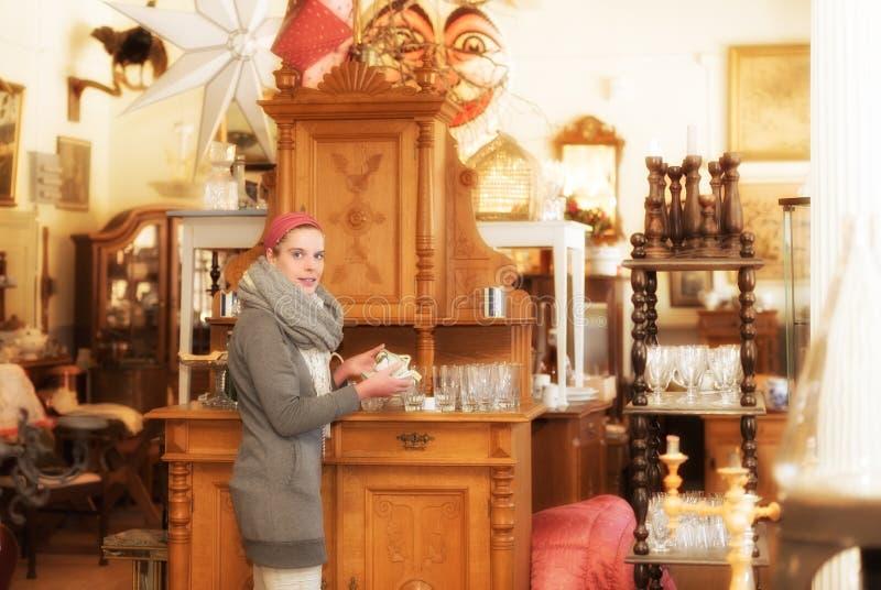 In einem Antiquitätengeschäft lizenzfreie stockfotos