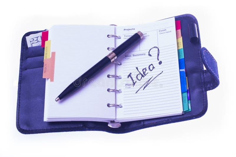 In einem Tagebuch und in einer schwarzen Feder stockfotos