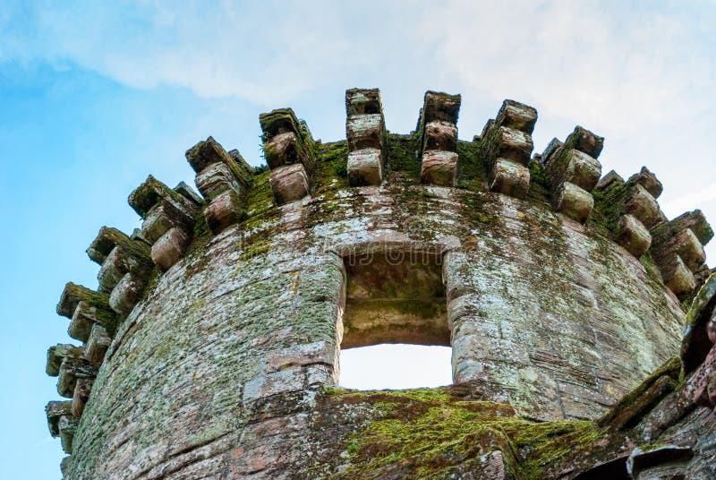 Einer der Türme Caerlaverock-Schlosses, Schottland lizenzfreie stockfotografie