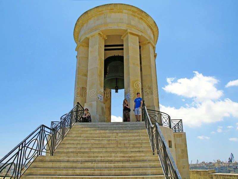 An einer großen Glocke, die ein Denkmal ist stockfotografie