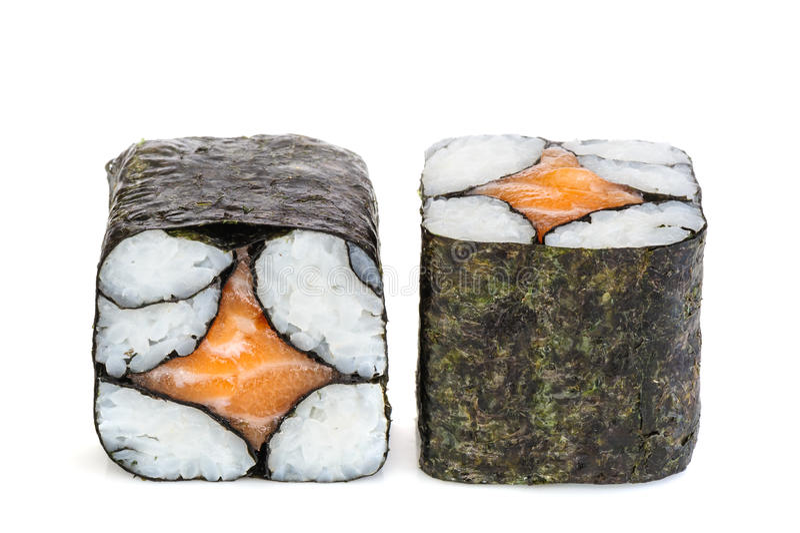 Einfache Grund maki Sushi, zwei Rollen lokalisiert auf Weiß lizenzfreie stockfotos