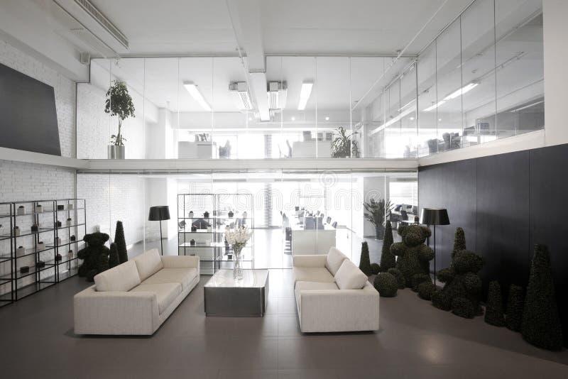 Einfache und stilvolle Büroumwelt lizenzfreie stockfotos