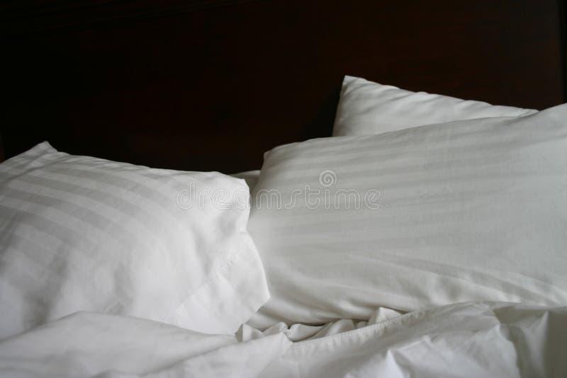 Einfaches Bett stockfotos