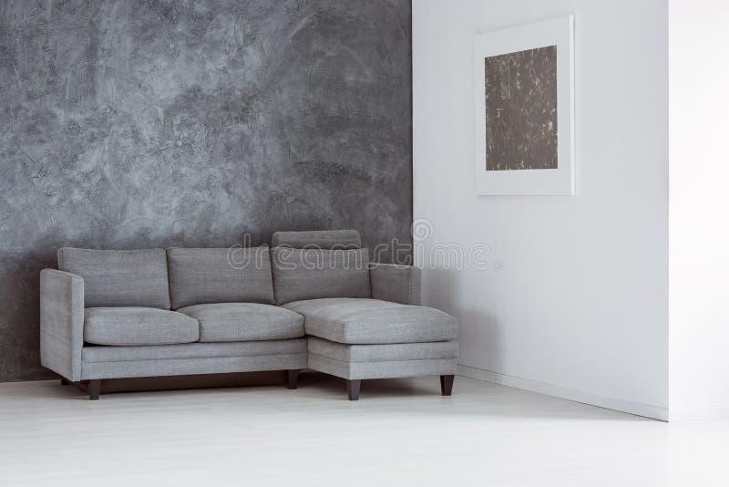 einfaches leeres wohnzimmer stockfoto bild von kontrast grau 98767454. Black Bedroom Furniture Sets. Home Design Ideas