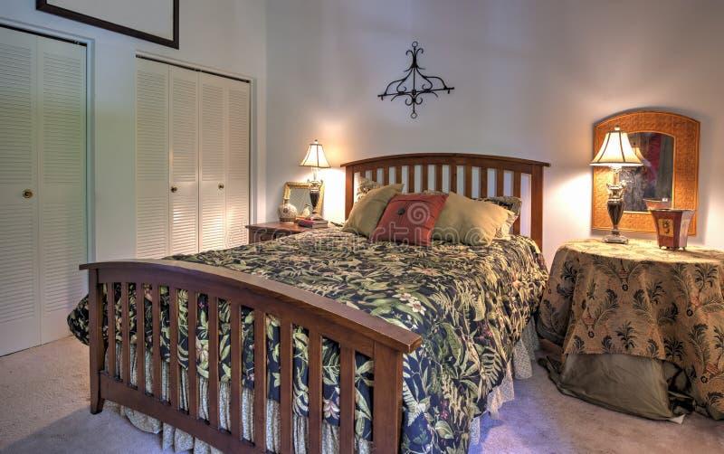 Einfaches Schlafzimmer lizenzfreies stockfoto