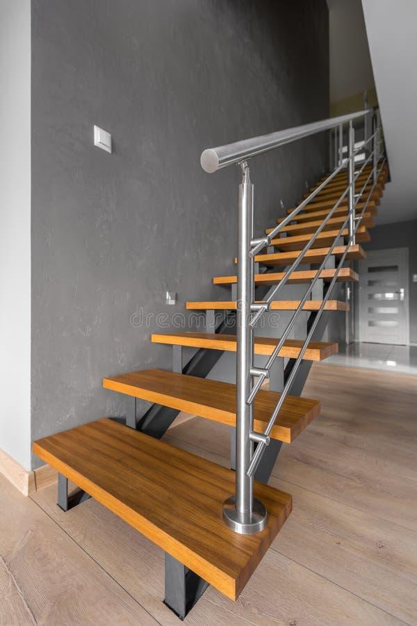Einfaches Treppenhaus mit modernem Blick lizenzfreies stockfoto