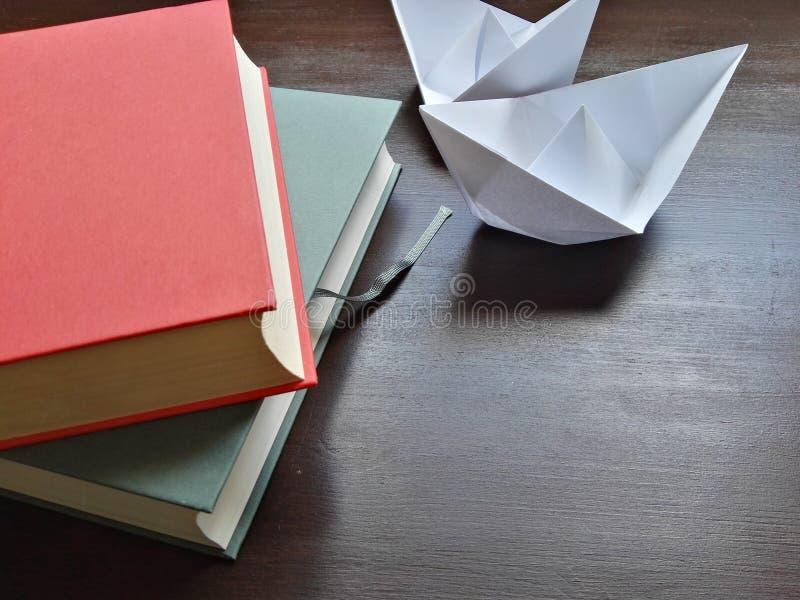 Einfachheit und Symbolismus in den Farben stockbilder