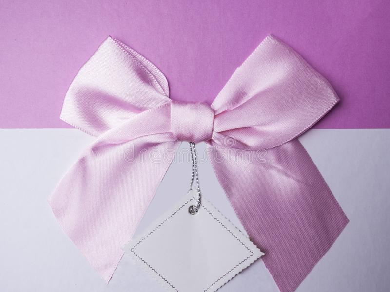 Einfachheitsdekoration für Schönheit Geschenkbox und Grußkarte, flache gelegte Nahaufnahme, Kopienraum hinzufügen stockfotografie