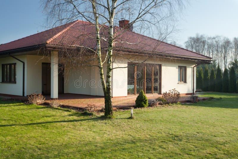 Einfamilienhaus lizenzfreies stockbild