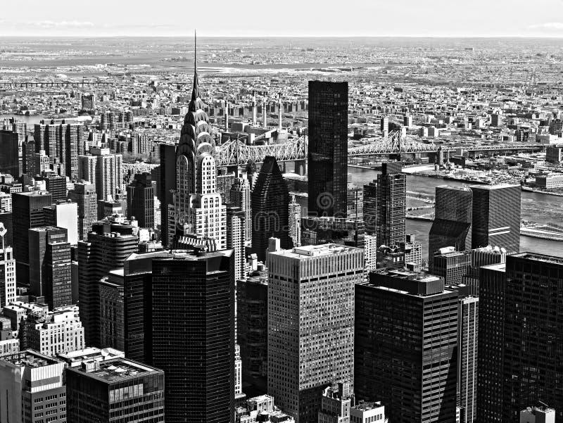 Einfarbige Architekturwolkenkratzer Manhattan New York City USA B&W lizenzfreies stockfoto