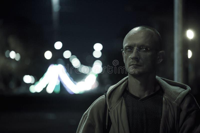 Einfarbiges Porträt eines Mannes stockbilder