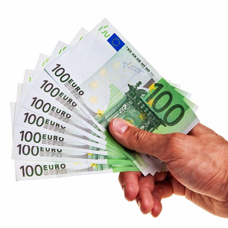 Einfluss mit 100 Eurobanknoten durch rechte männliche Hand. stockbild