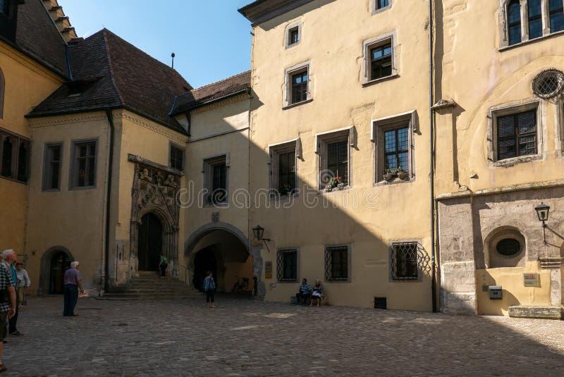 Eingang des alten Rathauses von Regensburg, Deutschland stockbild
