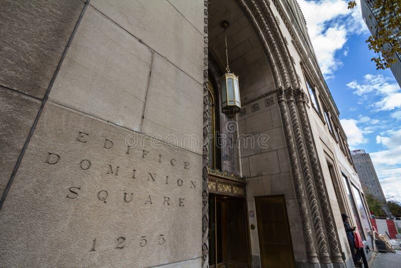 Eingang des Gebäude-Herrschafts-quadratischen Gebäudes auf Sainte Catherine Street lizenzfreie stockbilder