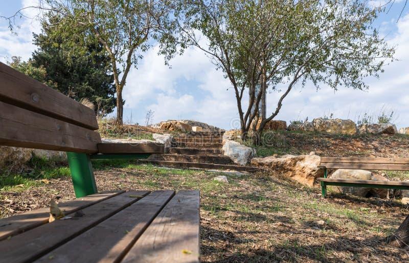 Am Eingang des israelischen Margaliot-Dorfes in Obergaliläa in Nordisrael befindet sich eine Ruhepause stockbild