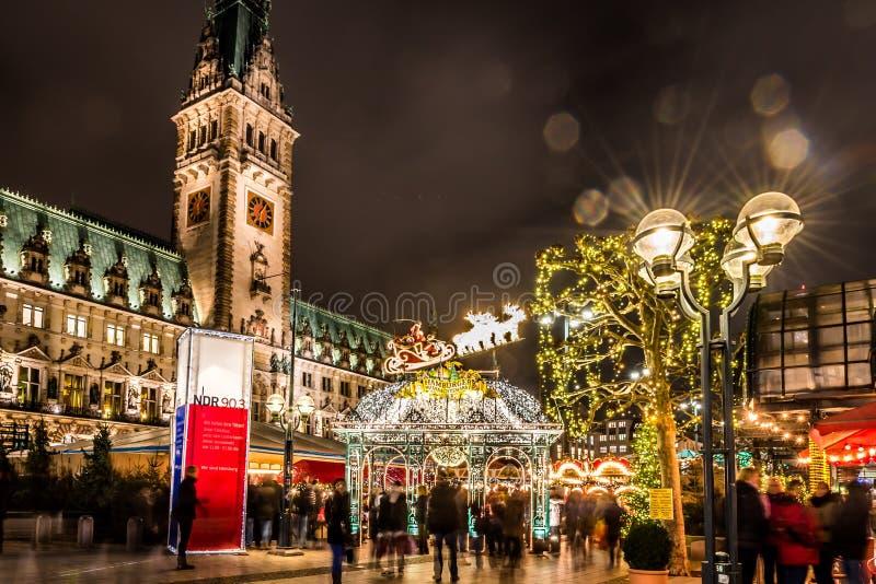 Eingang des nostalgischen Weihnachtsmarktes Hamburgs stockfotos