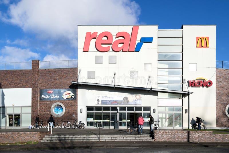 Eingang einer wirklichen Niederlassung in Cuxhaven, Deutschland lizenzfreie stockbilder