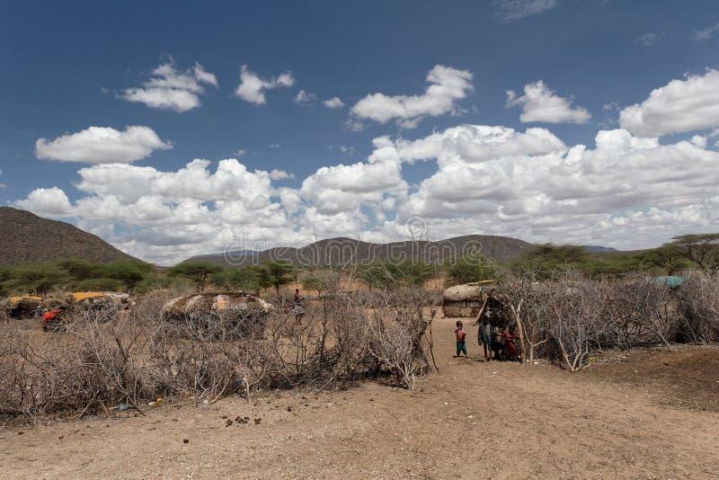 Eingang eines Samburu Stammes- Dorfs lizenzfreie stockbilder